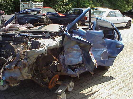 P10 nach Unfall mit R19 Fahrer überlebt mit Fußbruch und Kratzer
