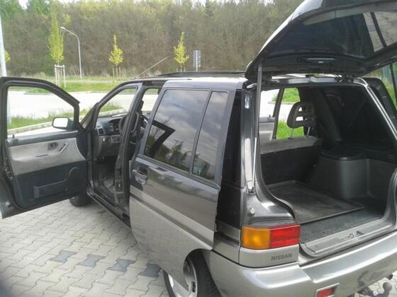 Nissan Prairie M11 2,0 Automatic Bj 1990
