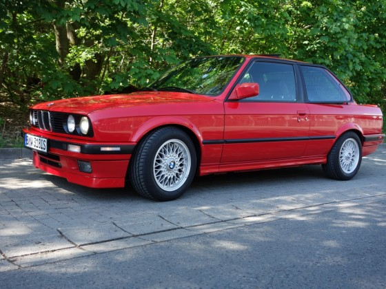 BMW e30 318is 1