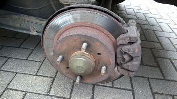 Bremsscheiben Bremsen Bremsbeläge Klötze für vorne hinten Nissan Almera Tino