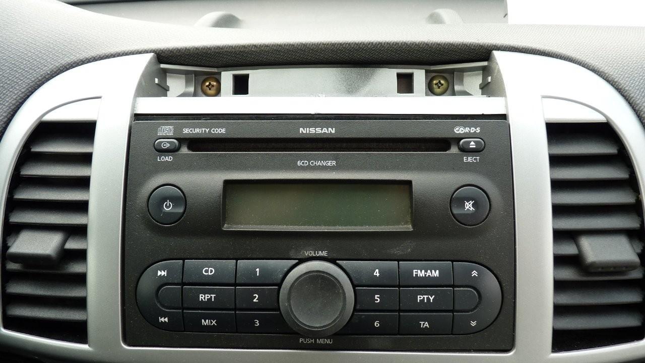 nissan doppel din radio mit 6 fach cd wechsler et nr. Black Bedroom Furniture Sets. Home Design Ideas